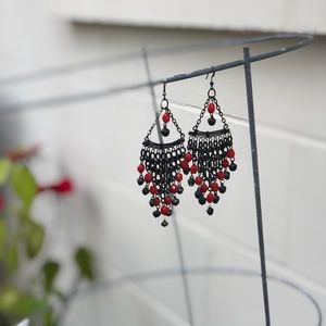 Jewelry - Black and red dangling earrings